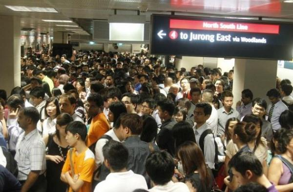 Crowded MRT2